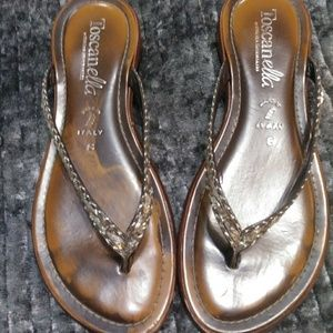 Toscanella thong leather sandals